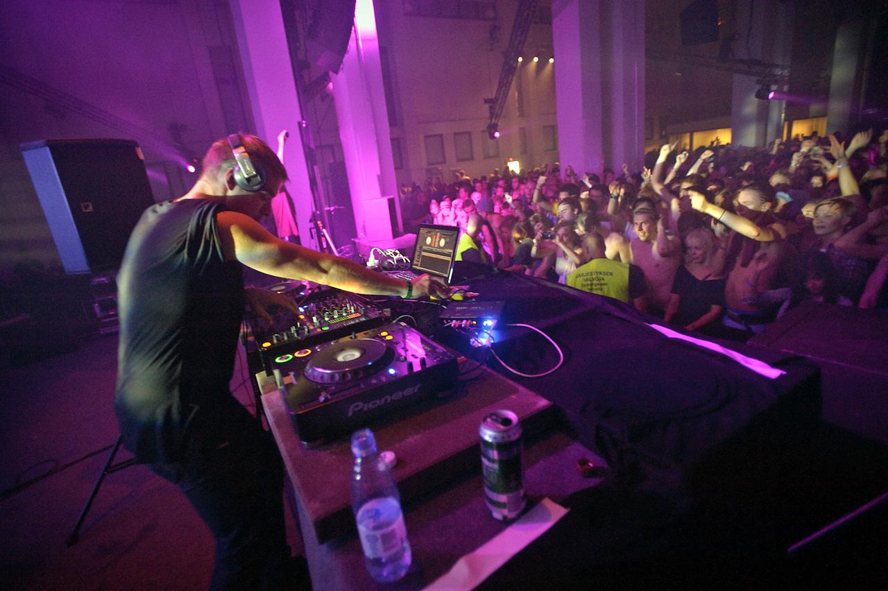 Diplo performing at Voimala club